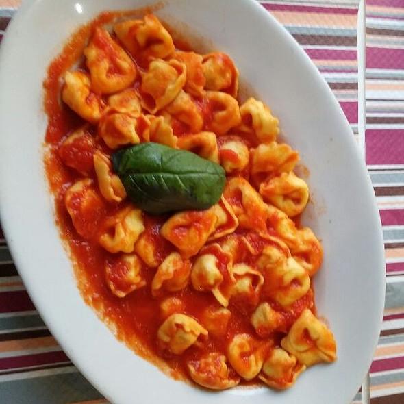 Tortellini Pomodoro & Basilico @ Pizzeria Tavola Calda