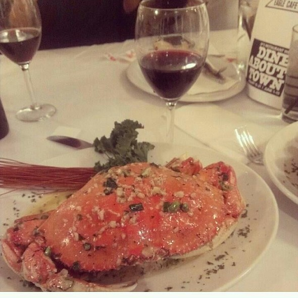 Garlic Butter Dungeness Crab @ Eagle Cafe