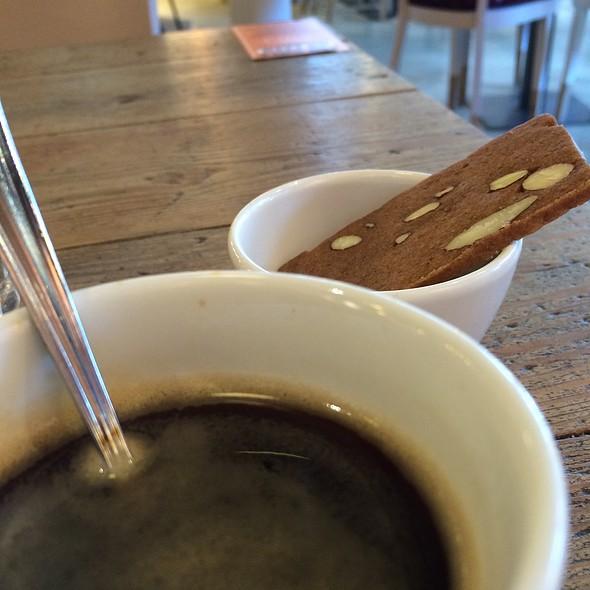Cafe allonge @ Vlaamsch Broodhuys R'dam Nwe Binnenweg