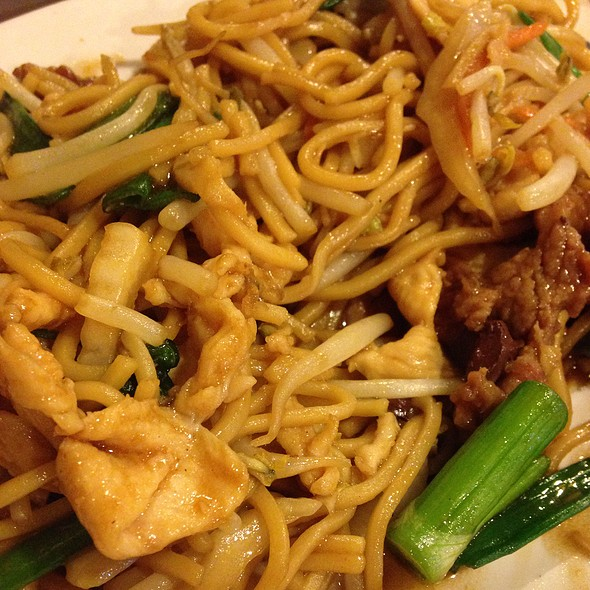 Fried Noodles With Chicken And Beef