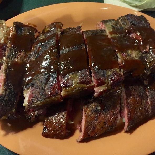 St. Louis Ribs @ Charlie & Jakes BBQ