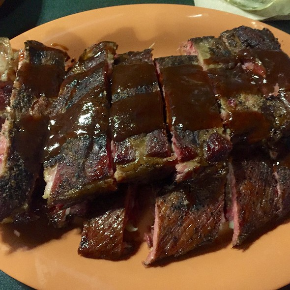 St. Louis Ribs @ Charlie & Jakes BBQ