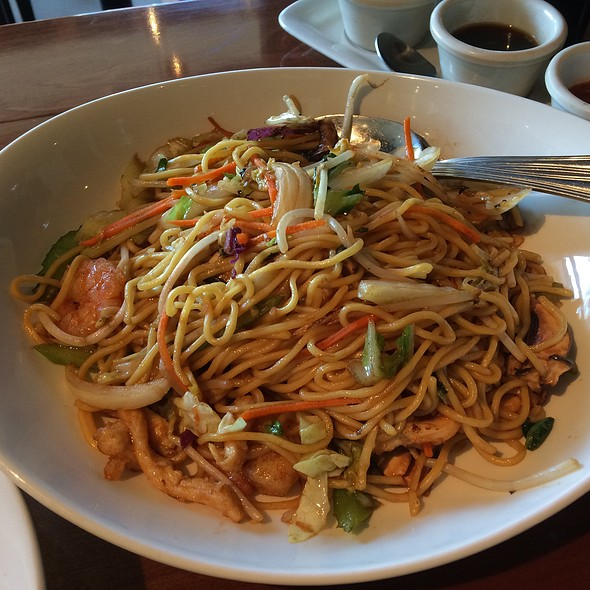 Shrimp Lo Mein @ P.F. Chang's China Bistro