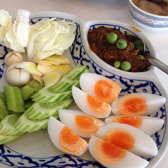 น้ำพริกกุ้งสด | Prawn Chili Paste With Mixed Vegetables And Boiled Egg