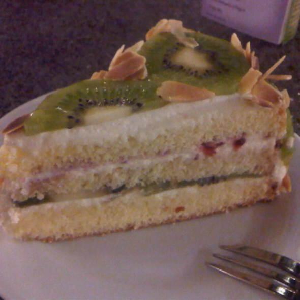 kiwi shortcake @ Marche