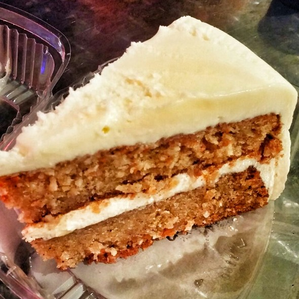 Carrot Cake @ Wolfgang Puck Express