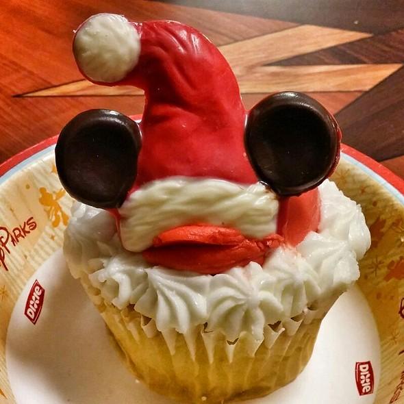 Mickey Christmas Cupcake  @ Goofy's Candy Company