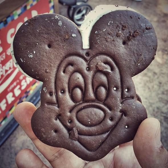 Mickey Ice Cream Sandwich @ Magic Kingdom Park