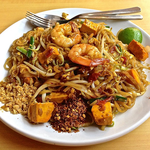 Seafood Phad Thai @ Nakhon Kitchen (AMK Ave 10)