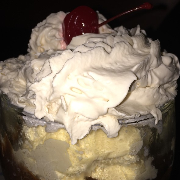 Ice Cream Sundae - Woodman Lodge, Snoqualmie, WA