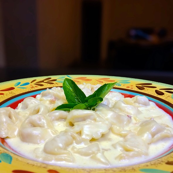 Tortellini Con Crema Di Parmigiano E Prosciutto Di Modena @ Specialità Dello Chef Marco