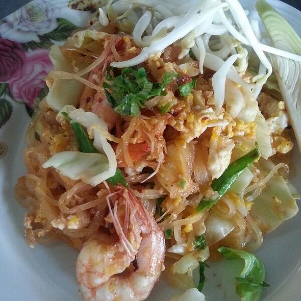 ผัดไทยกุ้งสด   Pad Thai with Fresh Prawn @ สุโขทัย