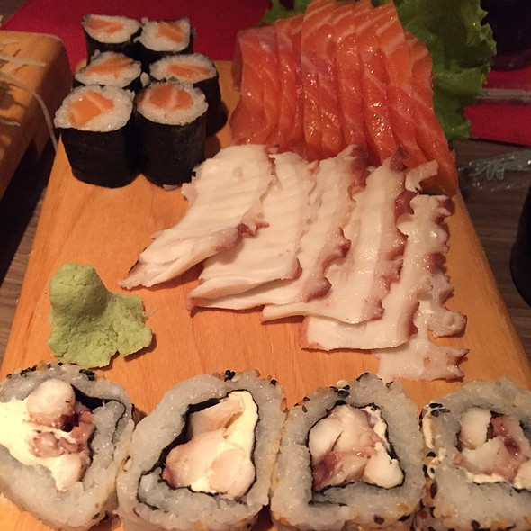 Sushi and Sashimi Mix