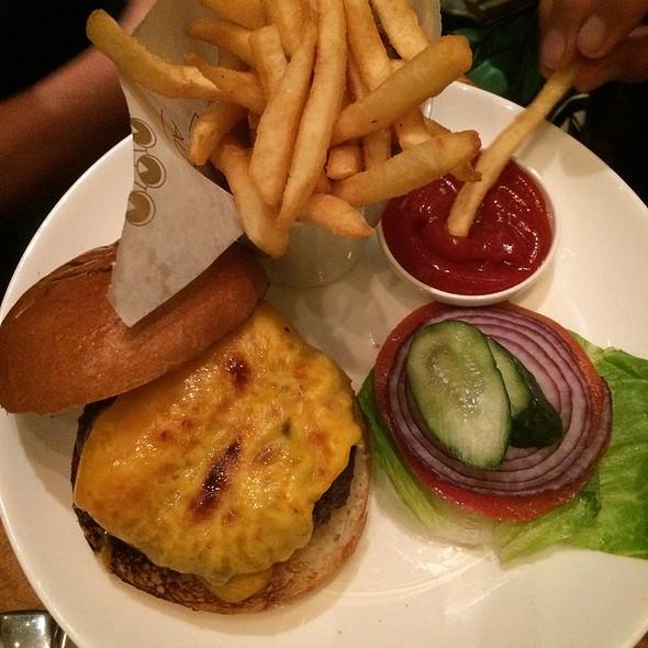 Cheddar Cheeseburger @ Peacock Alley At The Waldorf Astoria