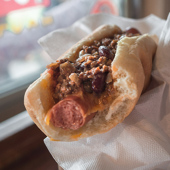 Chili Dog @ Hank's Haute Dogs