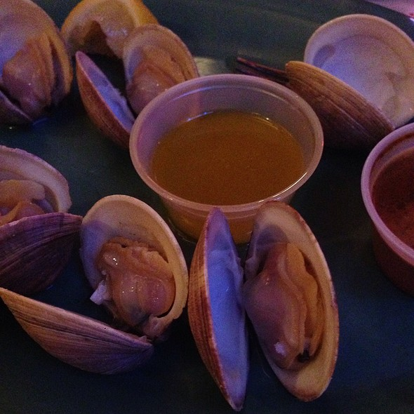 Steamed Cherry Stone Clams @ Frenchy's Cafe