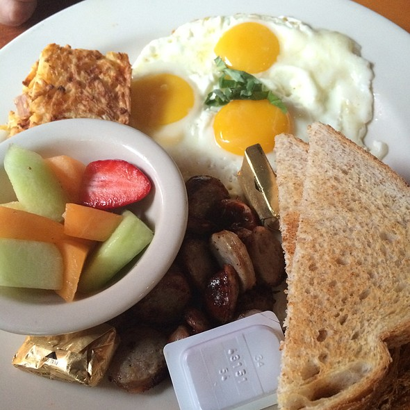 Eggs, Italian Sausage, Hash Browns & Toast @ Empire Café