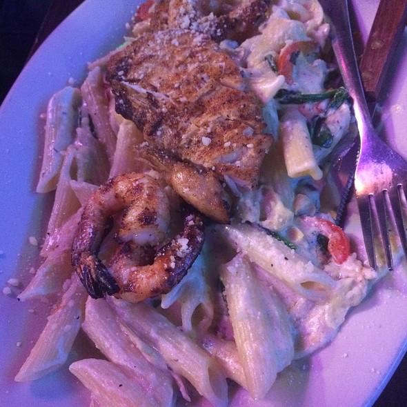 Chicken & Shrimp Penne Pasta Florentine @ Chicagos Italian Beef