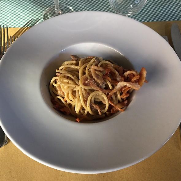 Spaghetti Alla Carbonara Con Crema Di Tartufo Nero @ Cantine della Vetra