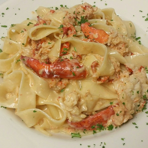 Lobster Pappardelle @ Houndstooth Pub