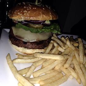 California Burger - Bonnie Ruth's Cafe et Patisserie, Frisco, TX