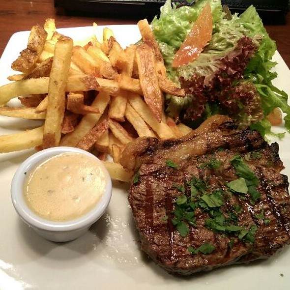 Steak Frites @ Chez Max - Palace St