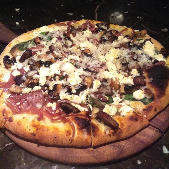 Pizza Funghi - Dels Enoteca Pizzeria, Kitchener, ON