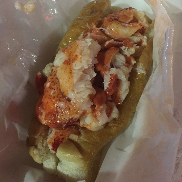Lobster Roll Connecticut Style @ Cousins Maine Lobster Truck