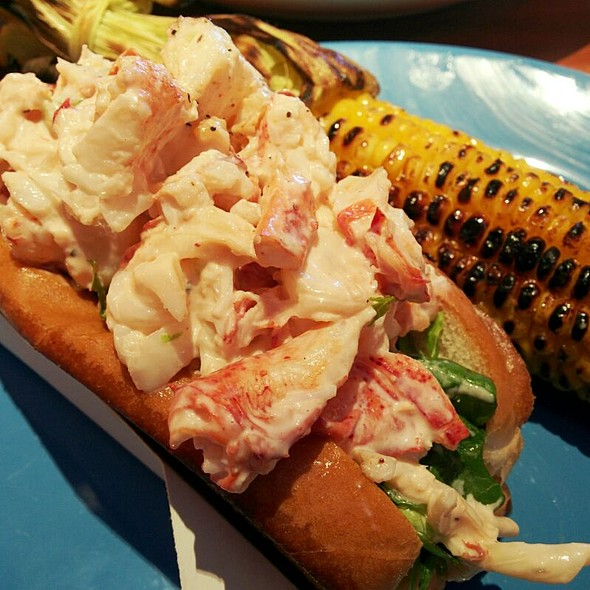 lobster roll @ Coastal Flats
