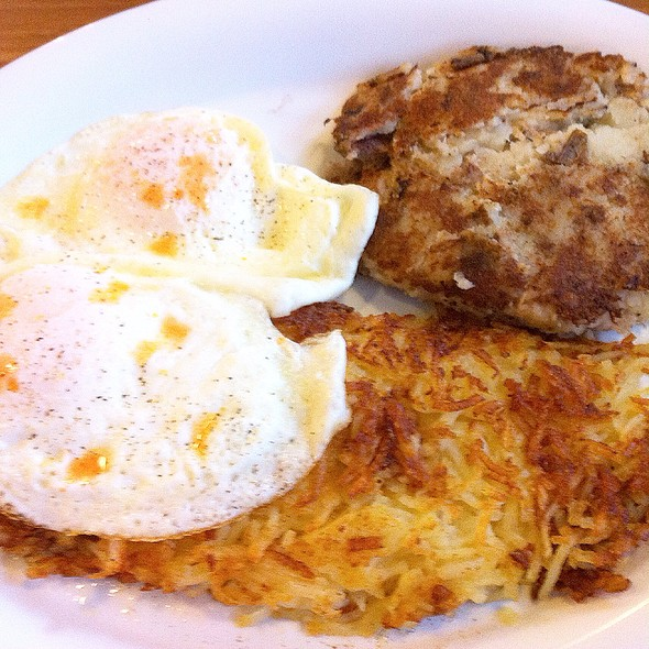 Kalua Hash With Over Easy Eggs & Hash Brown