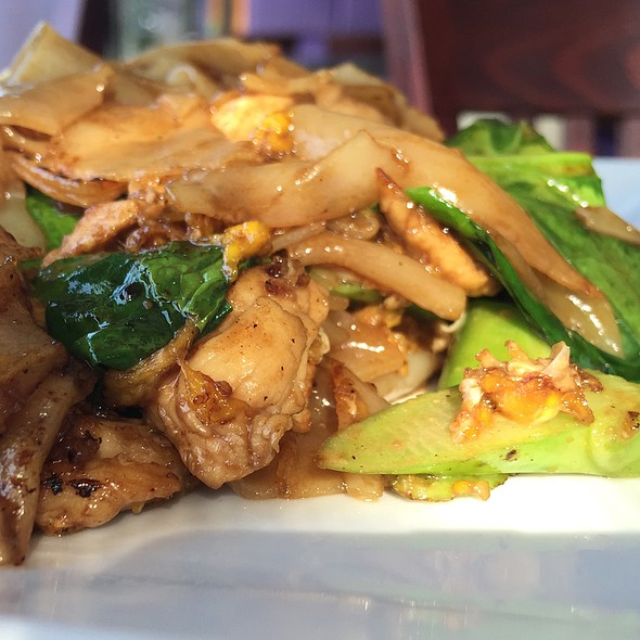 Pad See Ew With Chicken