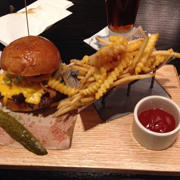Mac and Cheese Burger @ Guy Fieri's Baltimore Kitchen And Bar