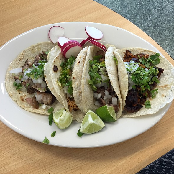 Tacos @ Dona Linda