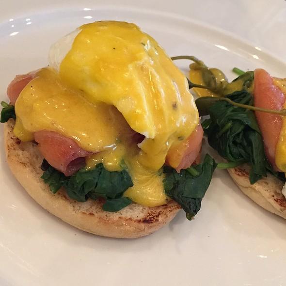 Eggs Benedict @ Oolaa
