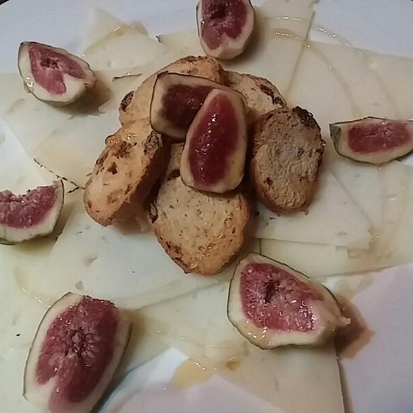 Queso Manchego Arrosseria del Barri aperitivo de queso Manchego e higos con mermelada . Reservas +376826000 #arrosseria #arrosseriaandorra