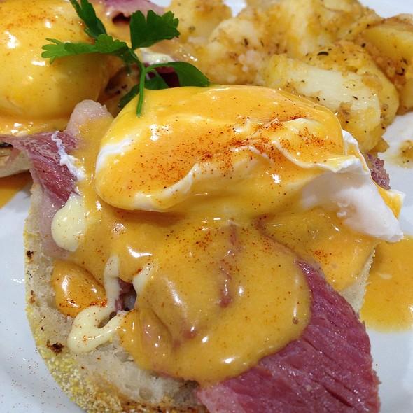 Corned Beef Eggs Benedict
