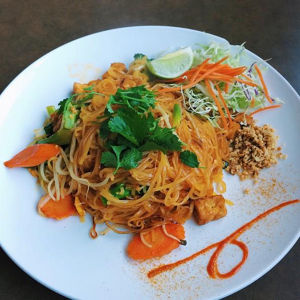 Tofu Pad Thai @ SA-By Thai Cuisine