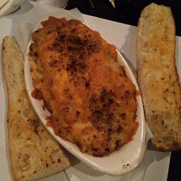 Mac & Cheese With Chicken @ Star Cinema Grill