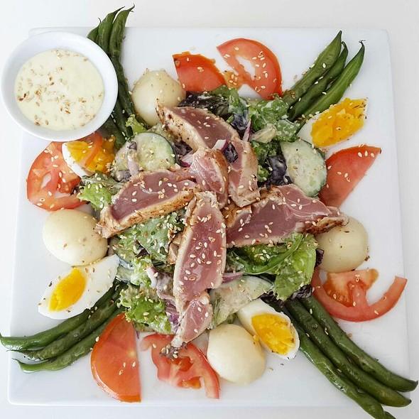 Niçoise salad @ Table Of Friends