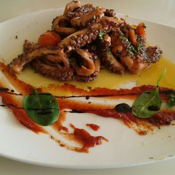 Tomato and Octopus in Garlic Oil