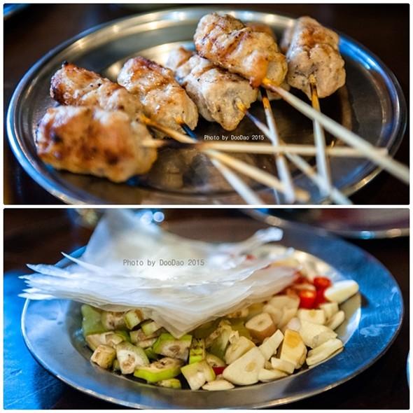 แหนมเนือง   Vietnamese Pork Balls @ ร้านอาหารเวียดนาม อินโดจีน (Indojeen)