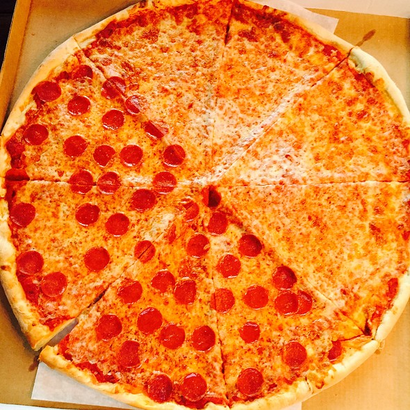 Giant Pizza @ Guiseppe's Pizza And Pasta