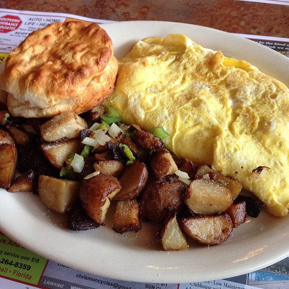 Vesuvio Chicken Omelette And Home Fries @ State Street Diner Restaurant