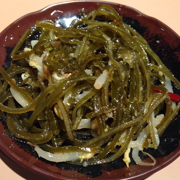 Seaweed And Bean Sprouts In Garlic Sauce @ A & J Restaurant