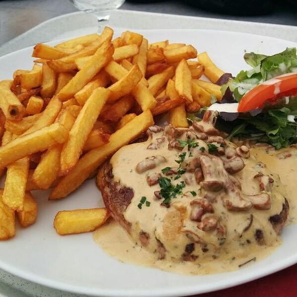 Steak Aux Girolles @ Le Roc Des Blanchets