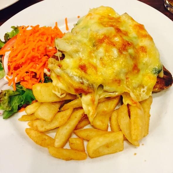 Chicken Neptune @ Mallacoota Hotel