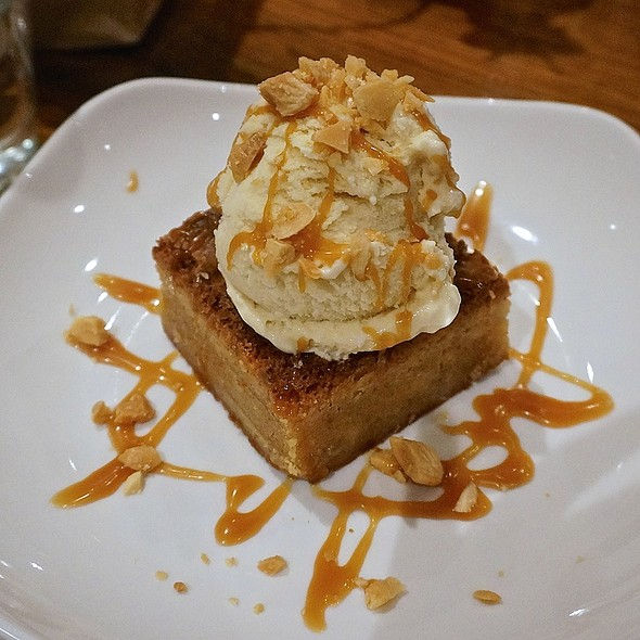 Biondo torta del burro bruno – brown butter blondie, maple gelato, caramel sauce, marcona almonds - Davanti Enoteca - Taylor Street, Chicago, IL