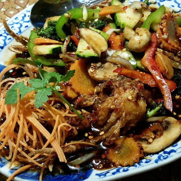 Prime Soft Shell Crabs Loaded With Asian Vegetables In Tamarind Sauce @ Thai Star