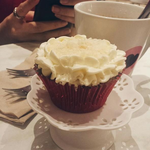 Quezo De Bola Cupcake