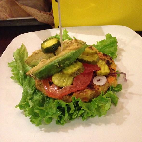 Quinoa Vegetable Burger